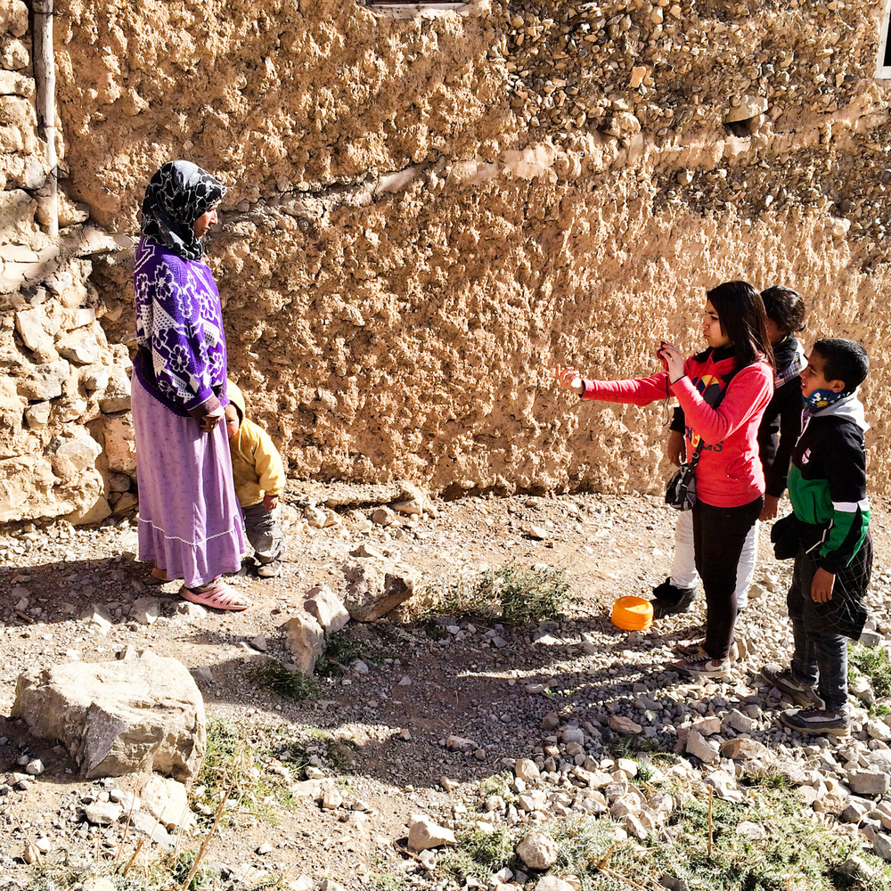 Workshop students photography a village woman in Oulad Ali.