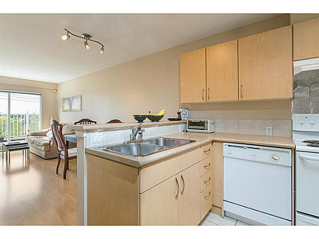 SOLD   $325,000- 1 Bath 1 Bed, 741 Sq Ft  PH8 1988 E.49th Av Vancouver, B.C.  V1125430