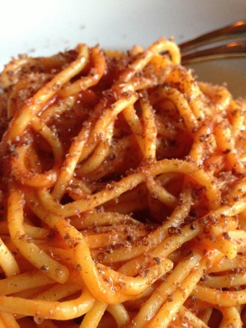 Spaghetti con le cuore de salmone (Nass River salmon hearts, garlic confit, saffron)