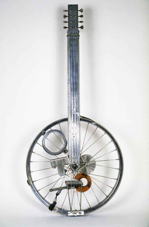 PETITE PHILOSOPHIE PAR LA GUITARE à l'usage de toutes générations, classes, races, sexes, etc. Bike+Wheel+Guitar