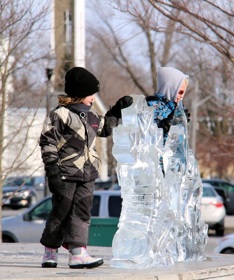ICE carving on stage with little person Mainstreet 2017 ICEtacular.jpg