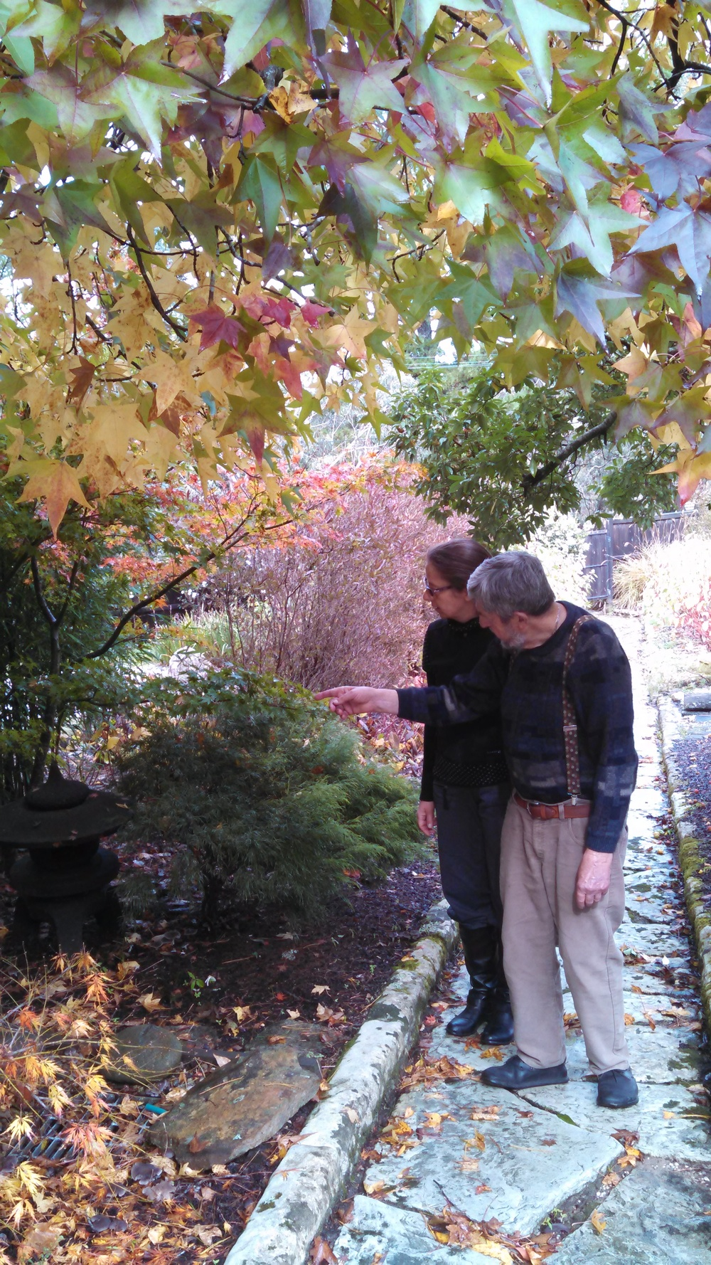 Grospapi and Claudi strolling the gardens- taking in the autumn colors. (remember- April is October down under!)