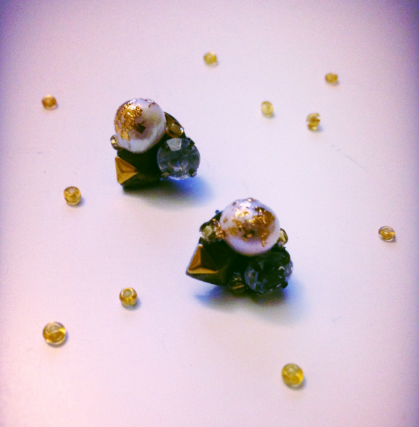 gold sprinkled pearl cluster studs.png