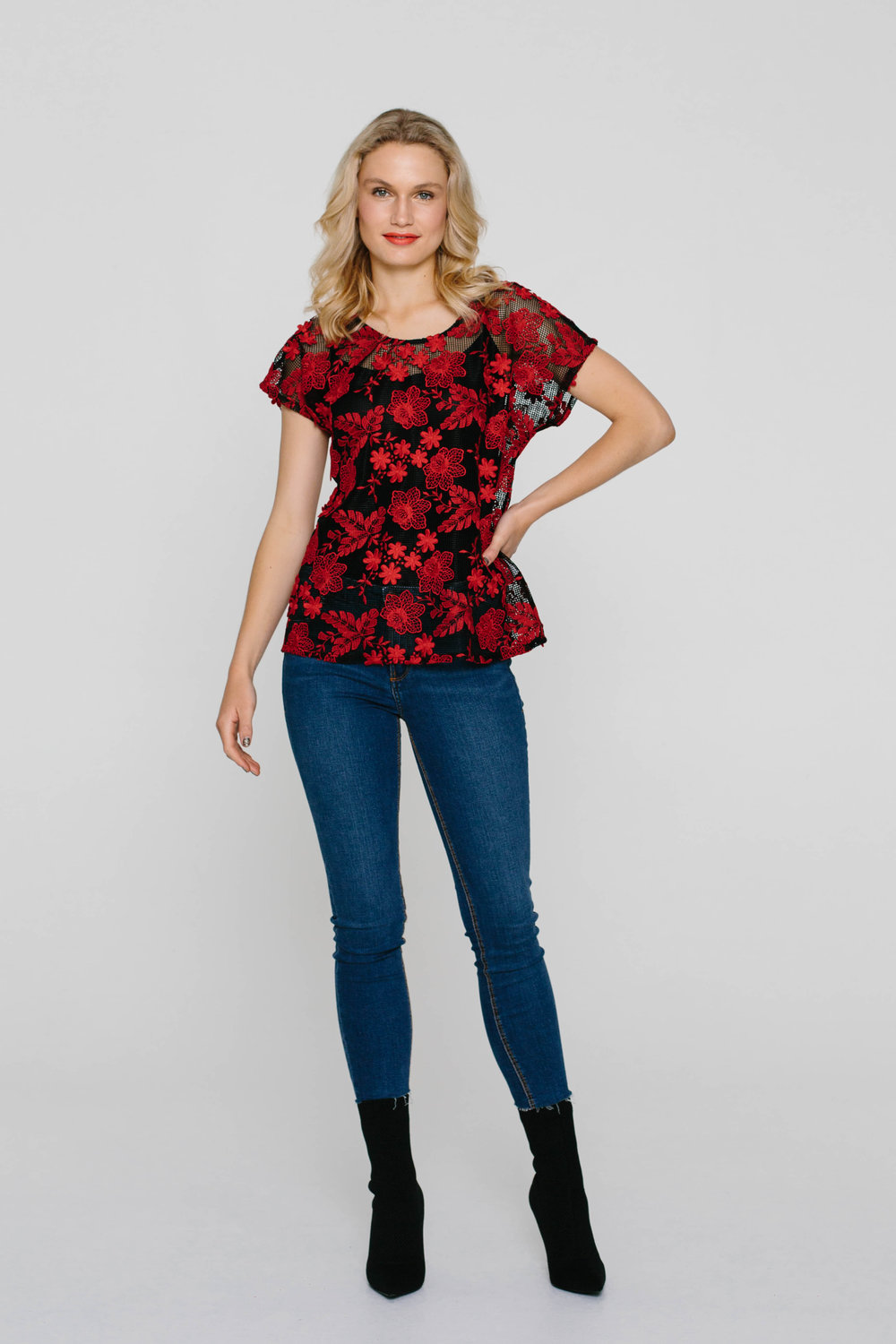 4832WA Oasis Tee 3D Red Lace