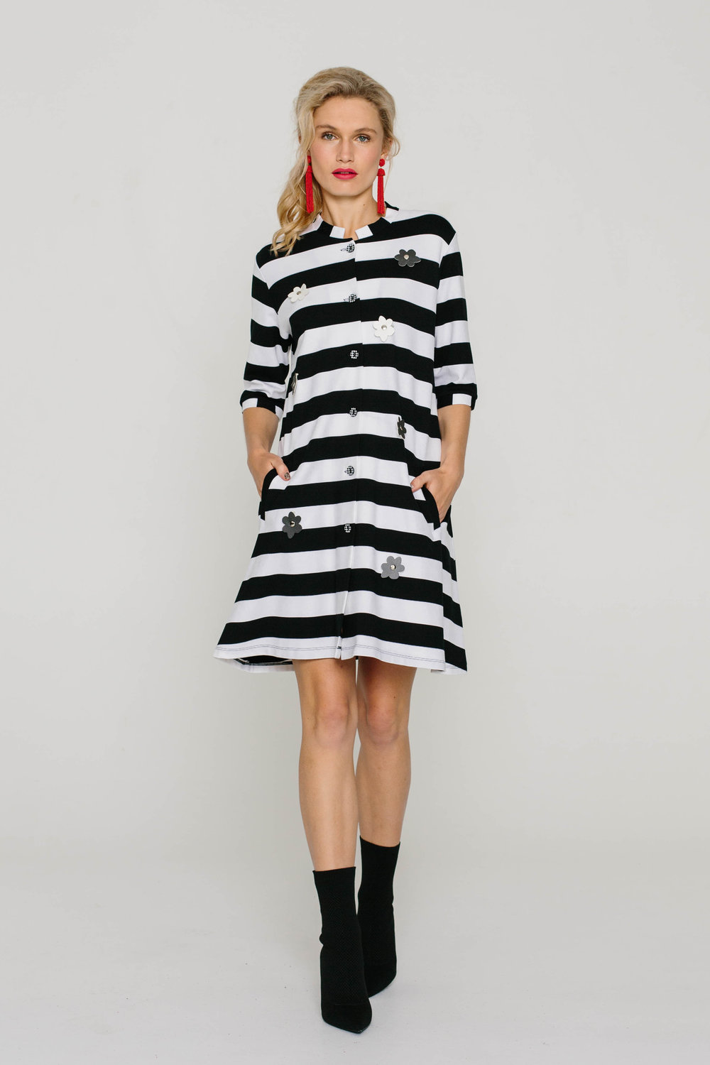 6053W Long Tiffany Coat Striped Daisies