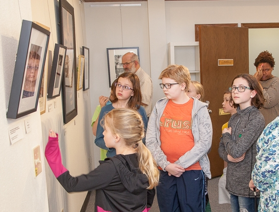 A local 4H group tours PhotoMidwest. Photo by John Lorimer, all rights reserved.