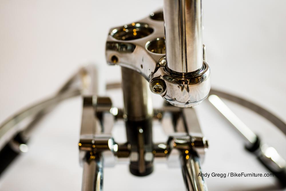 Moto stool-swivel area detail