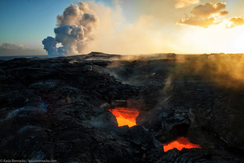 Hawaje - Skąd się wzięły hawajskie wyspy? Jak powstają tam jaskinie lawowe i co ma wspólnego lawa z wodą? Jak wyglądają zielone żółwie i co można zobaczyć na Zielonej Plaży? Jakie jest najdłuższe słowo w języku hawajskim? Co najbardziej lubią tamtejsze dzieci i czego nie wolno przywozić z Hawajów do domu?Podczas zajęć przyjrzymy się też wulkanom, nauczymy kilku hawajskich słów i zrobimy girlandy lei. Zapraszam na odkrywanie niezwykłego archipelagu na środku Pacyfiku.Zapytaj / zamów zajęcia - kontakt.