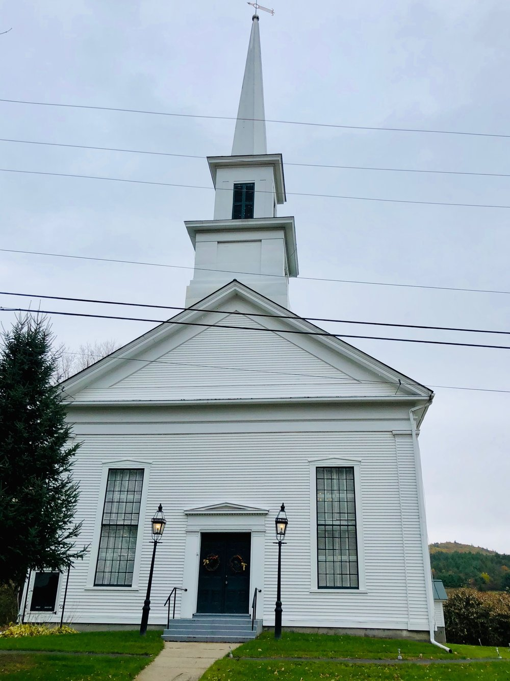 this is an old Congregationalist church that is now owned by the town, i was able to practice here during the day between concerts