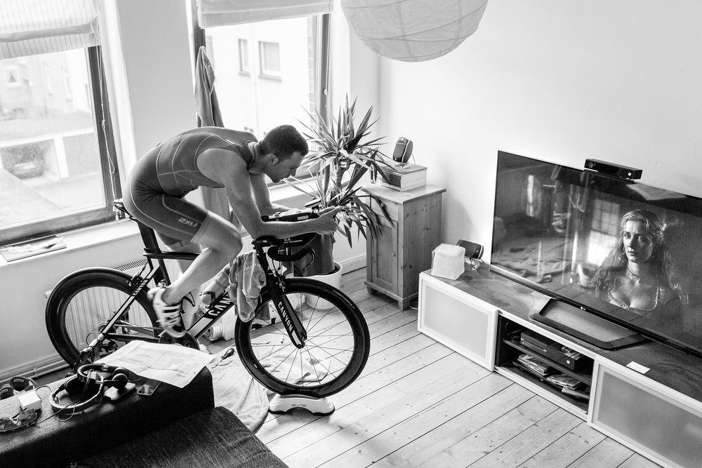 We are Triathlon   Wenn das Wetter nicht mitspielt, wird zu Hause trainiert. Trainingseinheiten ausfallen lassen ist keine Option.