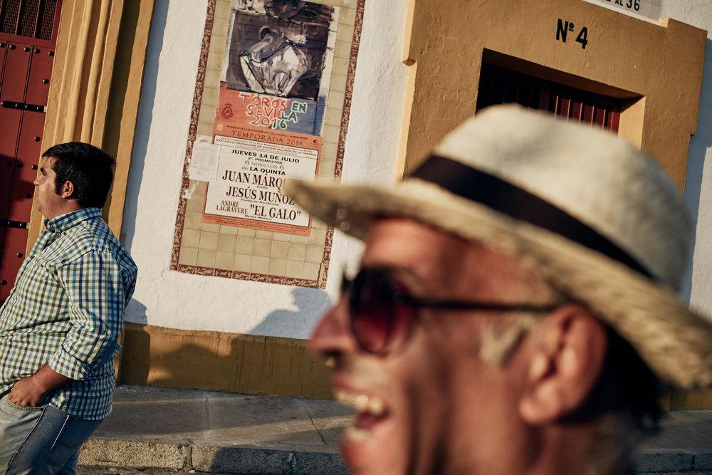 Novilleros   Die  Novilladas  sind Kämpfe speziell für junge Toreros. Hier messen sich die  Novilleros  mit Jungstieren, die maximal drei Jahre alt sind. Besonders der Tourismus profitiert von der alten Stierkampftradition. Ein Milliardengeschäft für die spanische Wirtschaft.