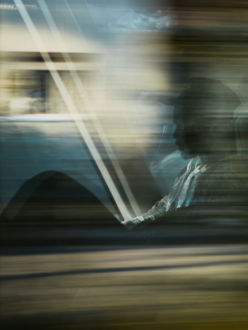 """Tod im Paradies   Wenn Mehari wegfuhr, nahm er den Zug. Bei jedem Umstieg rief er Amanuel an: """"Welches Ticket? Welcher Zug?"""" Er verstand die Ticketautomaten nicht."""