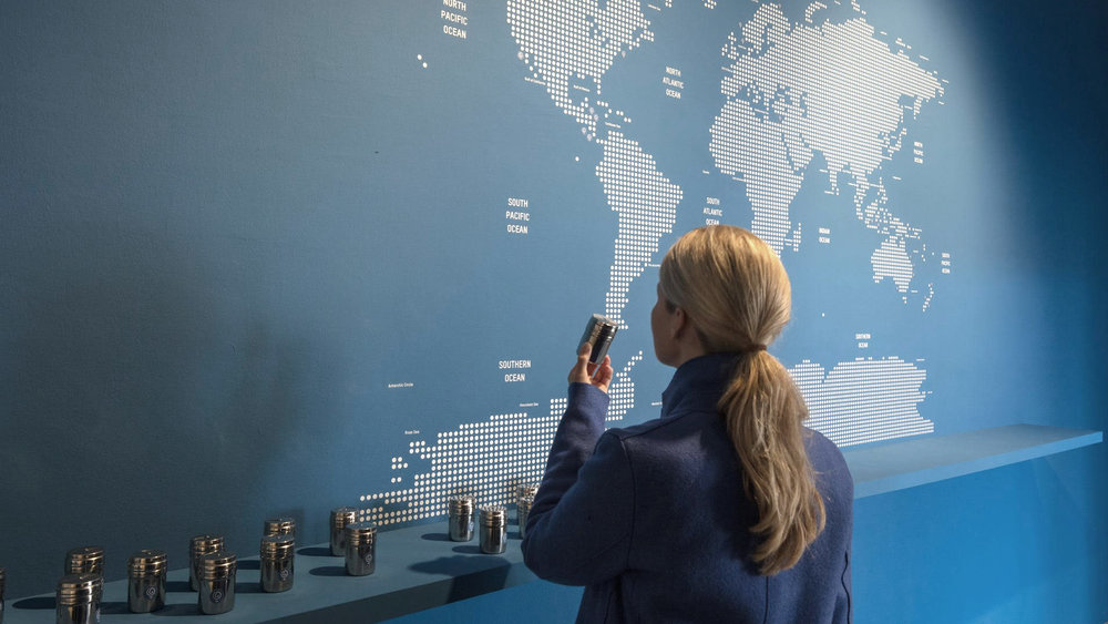 Installation view: Sissel Tolaas, Ocean SmellScape, Archive 2016_2050, Weltkarte und Geruchsmoleküle / world map and smell molecules. Courtesy the artist. Photo: Thomas Bruns