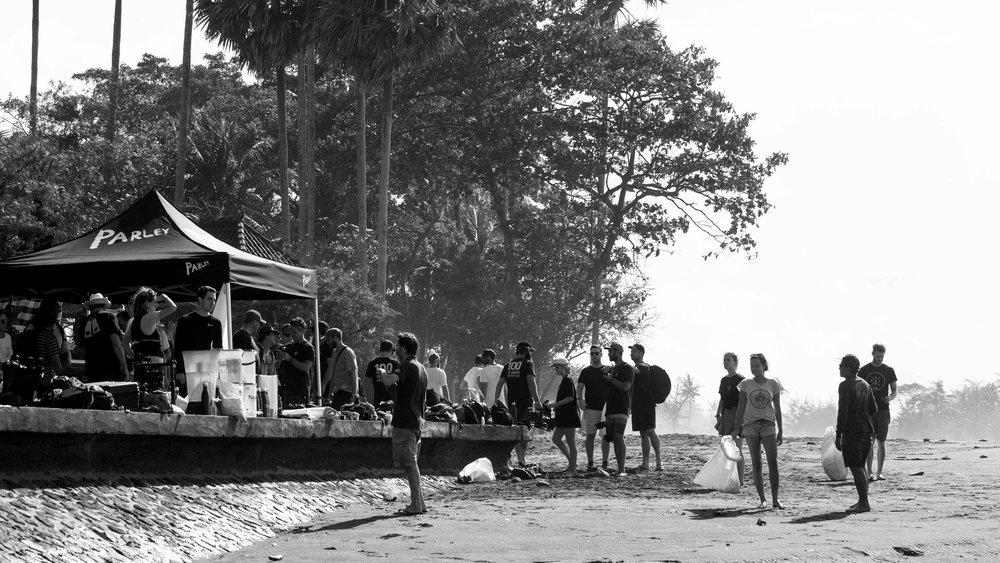 corona-bali-protected-paradise-parley-beach-clean-up-(130-of-218).jpg