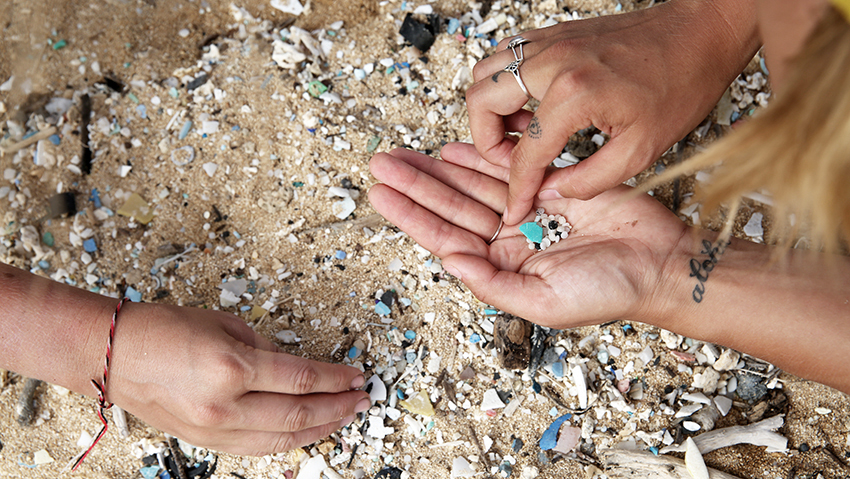 Crew-work-to-clean-up-beach-eXXpedition-North-Pacific-2018---pre-voyage-crew-beach-clean-up-with-Sustainable-Coastlines-Hawaii-in-Hawaii-23-June-(c)-eXXpedition-and-Eleanor-Church.jpg
