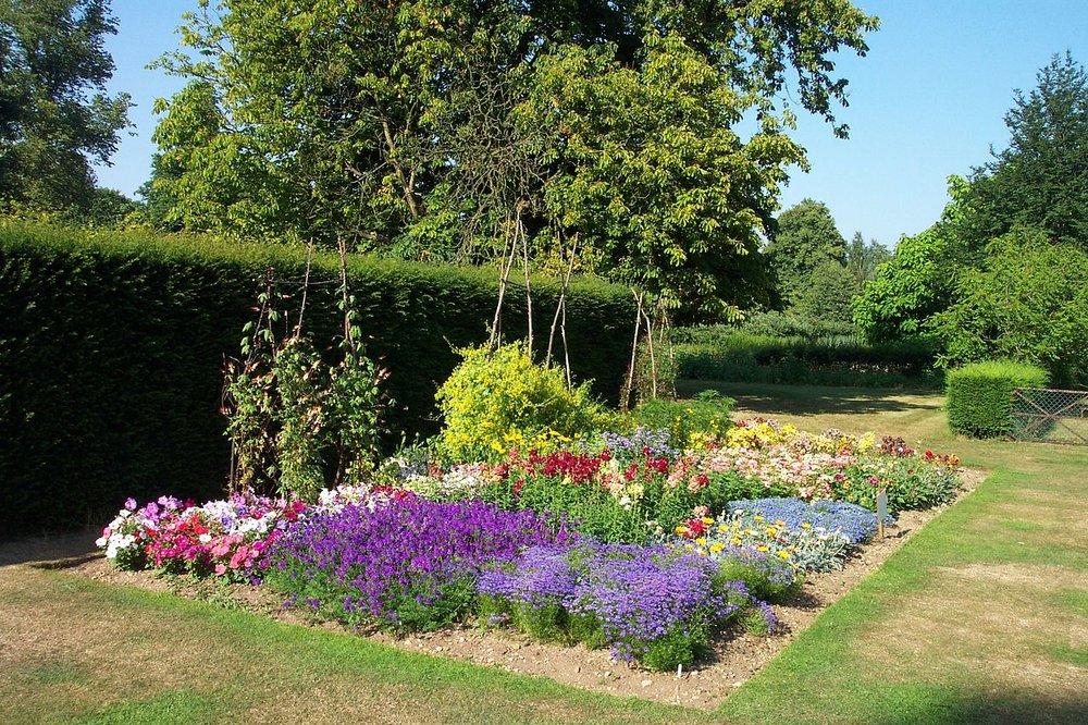 flower beds.JPG
