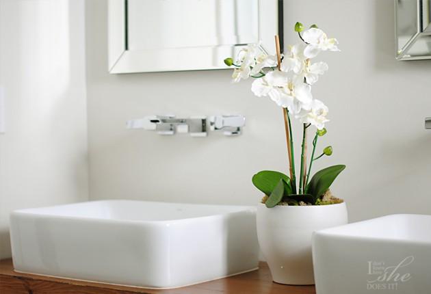 Simple.bathroom.1