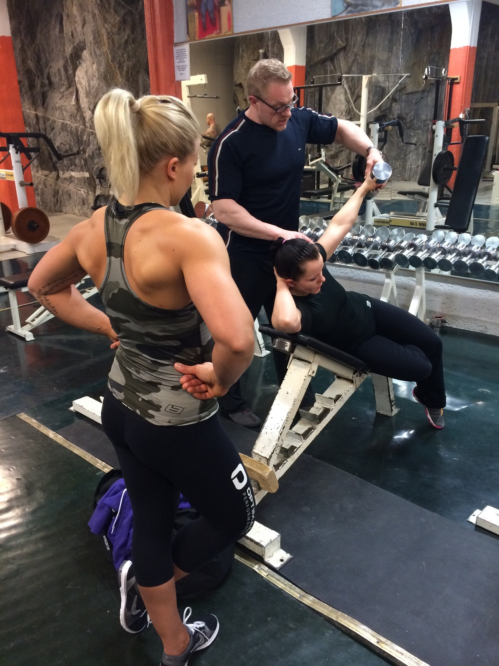 Optimal Performance Physique -tiimin naiset Ramin valmennuksessa.
