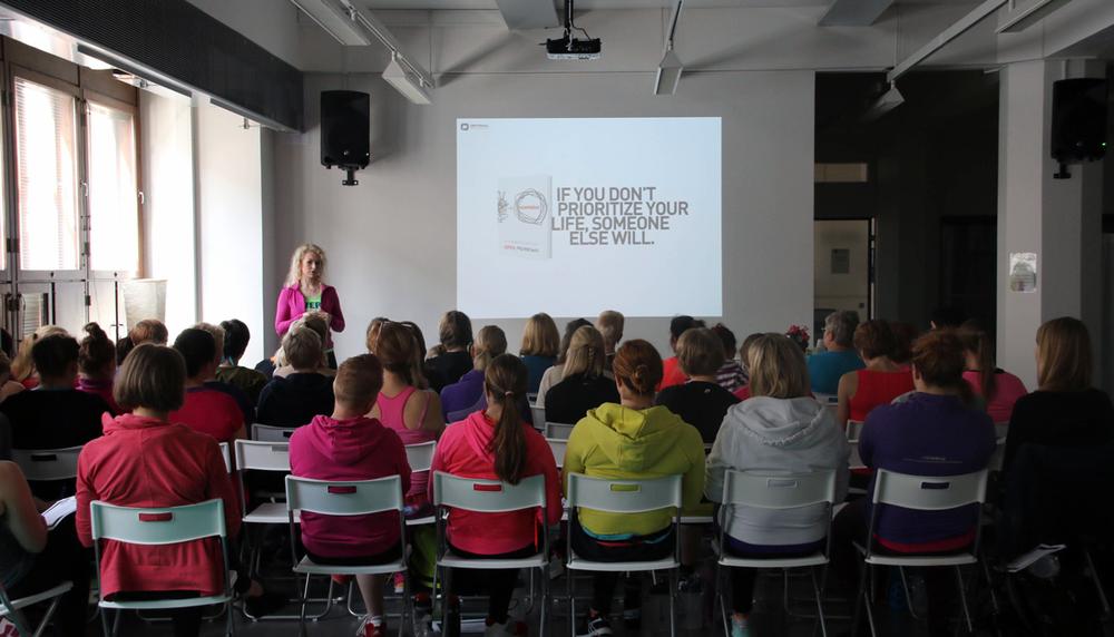 Naisten Stronger Healthier Happier -inspiraatiopäivä Optimal Performance Centerillä 13.6.2015. Luennoimassa Kaisa Jaakkola.