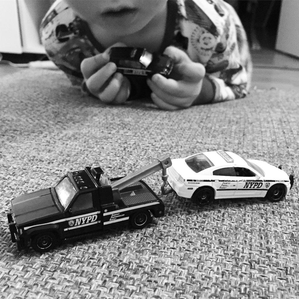 Eilen aamulla piti lähteä ajoissa töihin. Mutta meillä oli pojan kanssa niin paljon autoja hinattavana, että tämän hyvän hetken hinta oli se, ettätyöpäivä jää piirun verran lyhyemmäksi ja joitakin asioita siirtyy tuonnemmaksi.