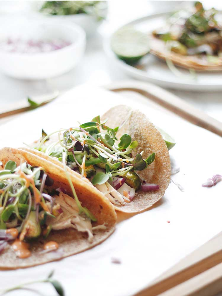 Spicy chicken tacos with creamy sriracha sauce from Wellnesting