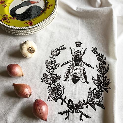 queen bee dish towel