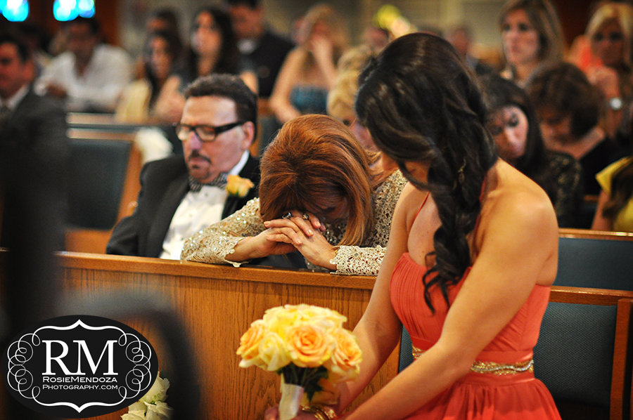 Saint-Juliana-Church-Destination-wedding-mother-praying-photo