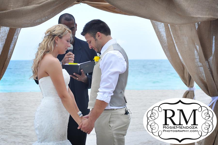 Miami-Newport-Beachside-Hotel-and-Resort-country-style-beach-wedding-ceremony-photo