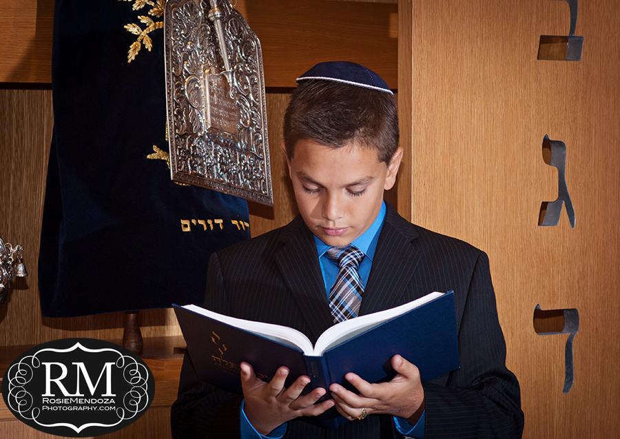 Temple-Dor-Dorim-Weston-Bar-Mitzvah-portrait-photo