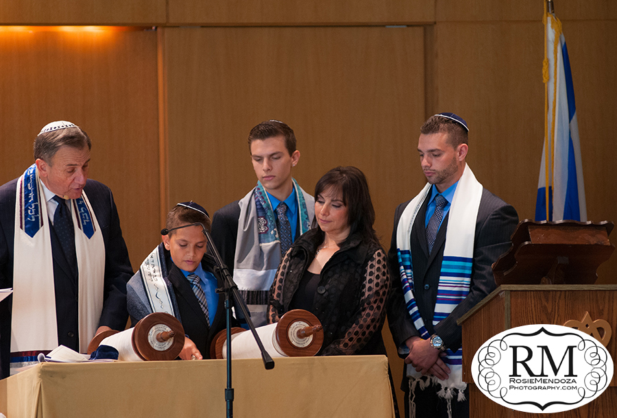 Weston-Temple-Dor-Dorim-Reading-the-torah-bar-mitzvah-photo