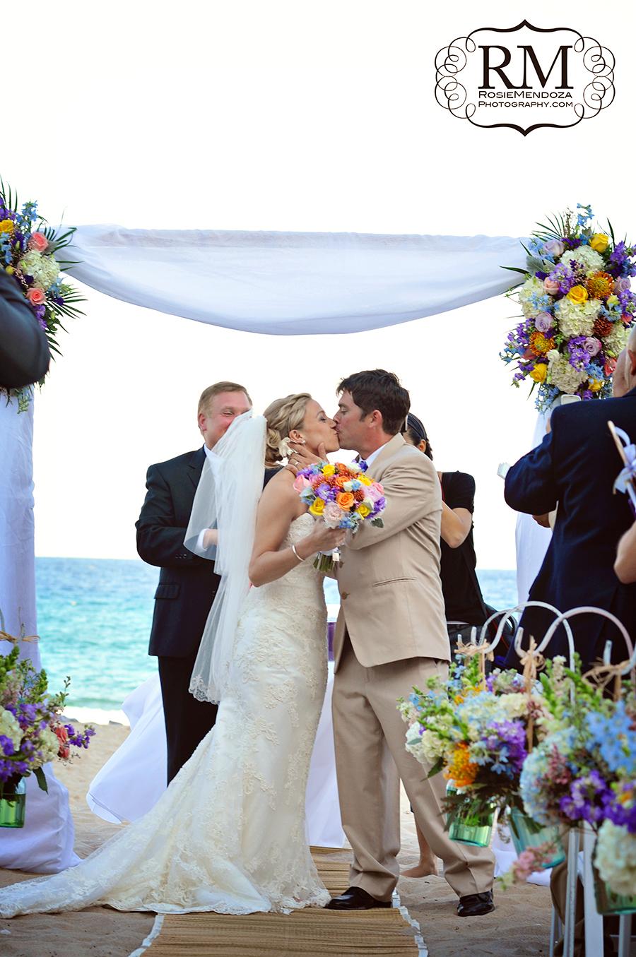 Wyndham-Deerfield-Beach-destination-wedding-kiss-photo