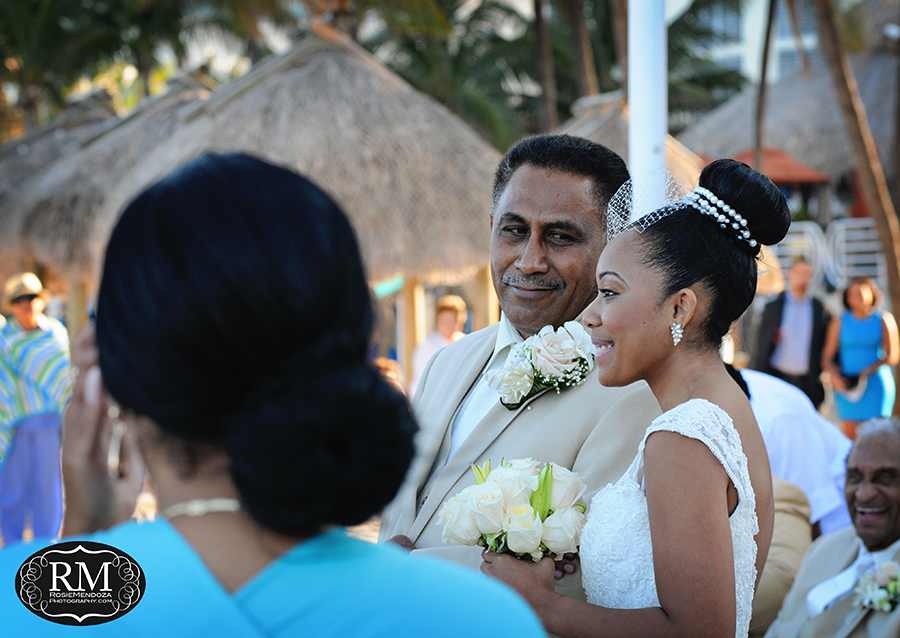 Love to capture this moment - last look of father to the bride before giving her away