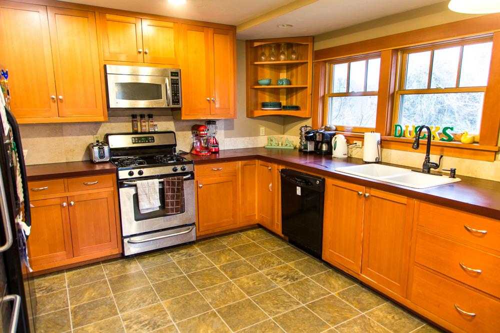 853 Kitchen.jpg