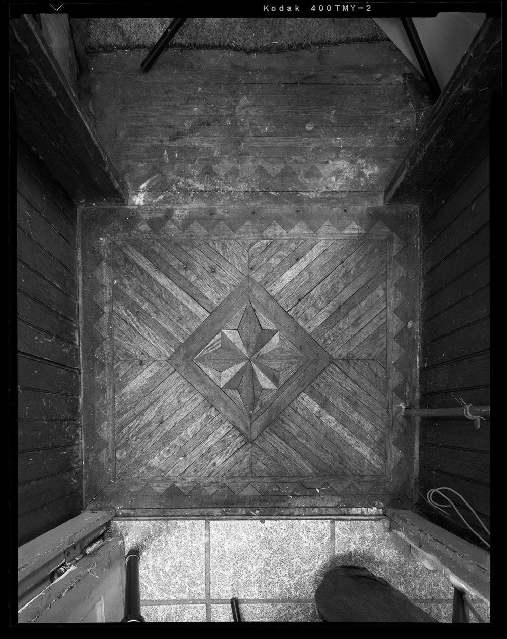 Detail_of_Closet_Floor_Medallion.jpg
