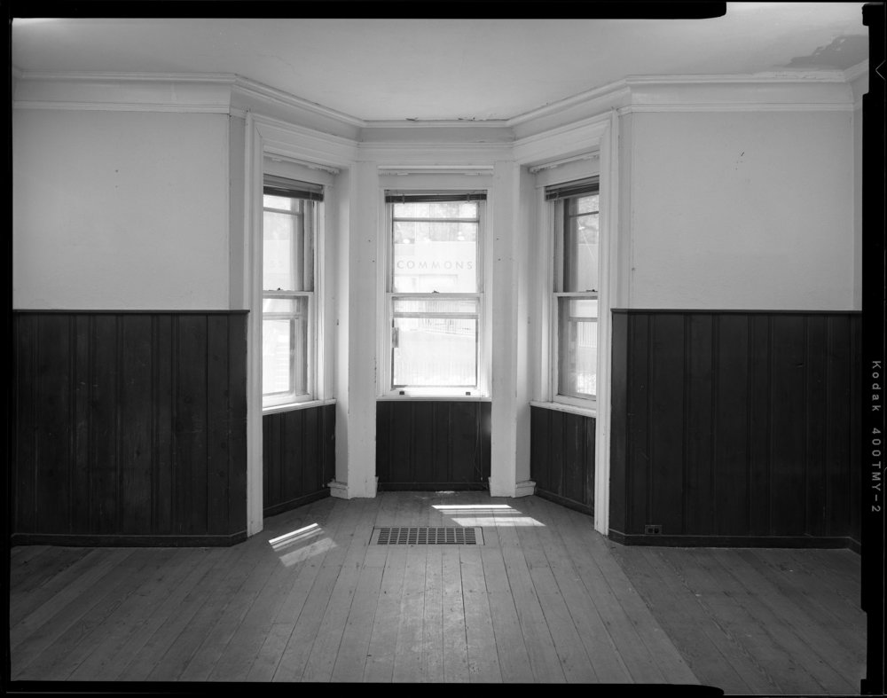 Living_Room_Wall_and_Bay_Window.jpg