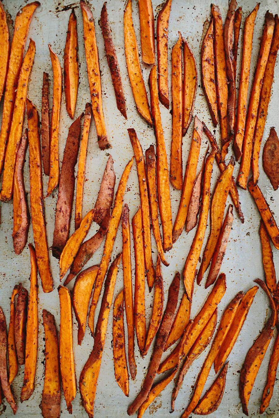 brookecourtney_sweetpotatofries_ovenbaked_frysauce-15.jpg