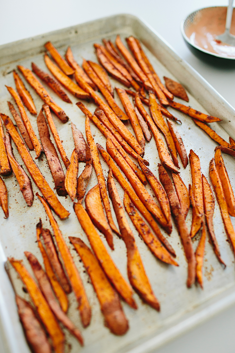brookecourtney_sweetpotatofries_ovenbaked_frysauce-16.jpg