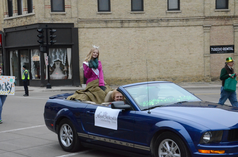ollowing Miss Oshkosh, Miss Oshkosh's Outstanding Teen Baylee Cottrell greets the crowd in a convertible of her own.