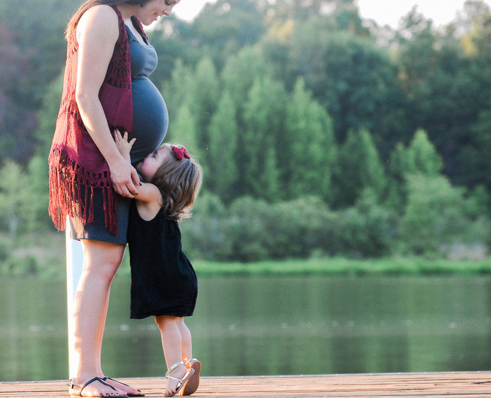 Baby Bump, Maternity Pictures, Outdoor Maternity Pictures, Summer Maternity Pictures What to Wear for Maternity Pictures, Mommy and Me