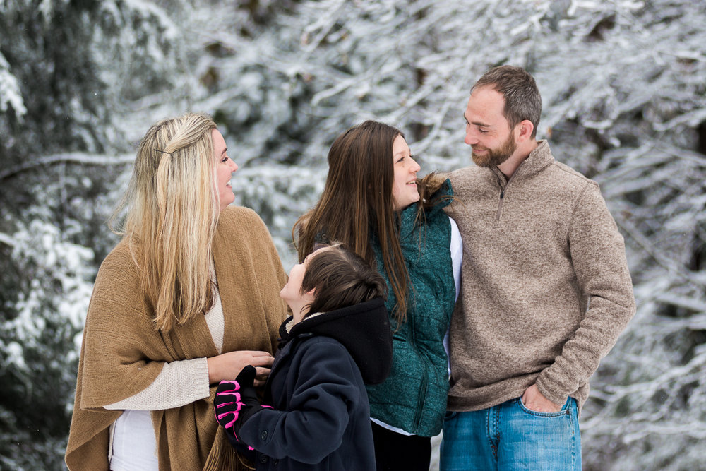 Snow Family Pictures, Lifestyle Family Pictures, Family of 4-11.jpg