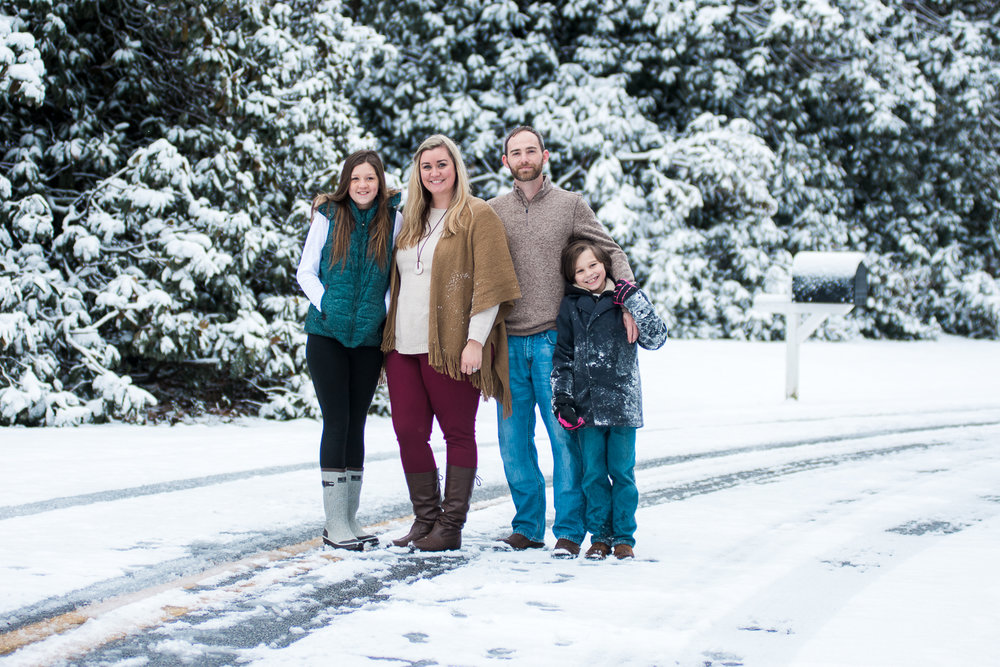 Snow Family Pictures, Lifestyle Family Pictures, Family of 4-42.jpg