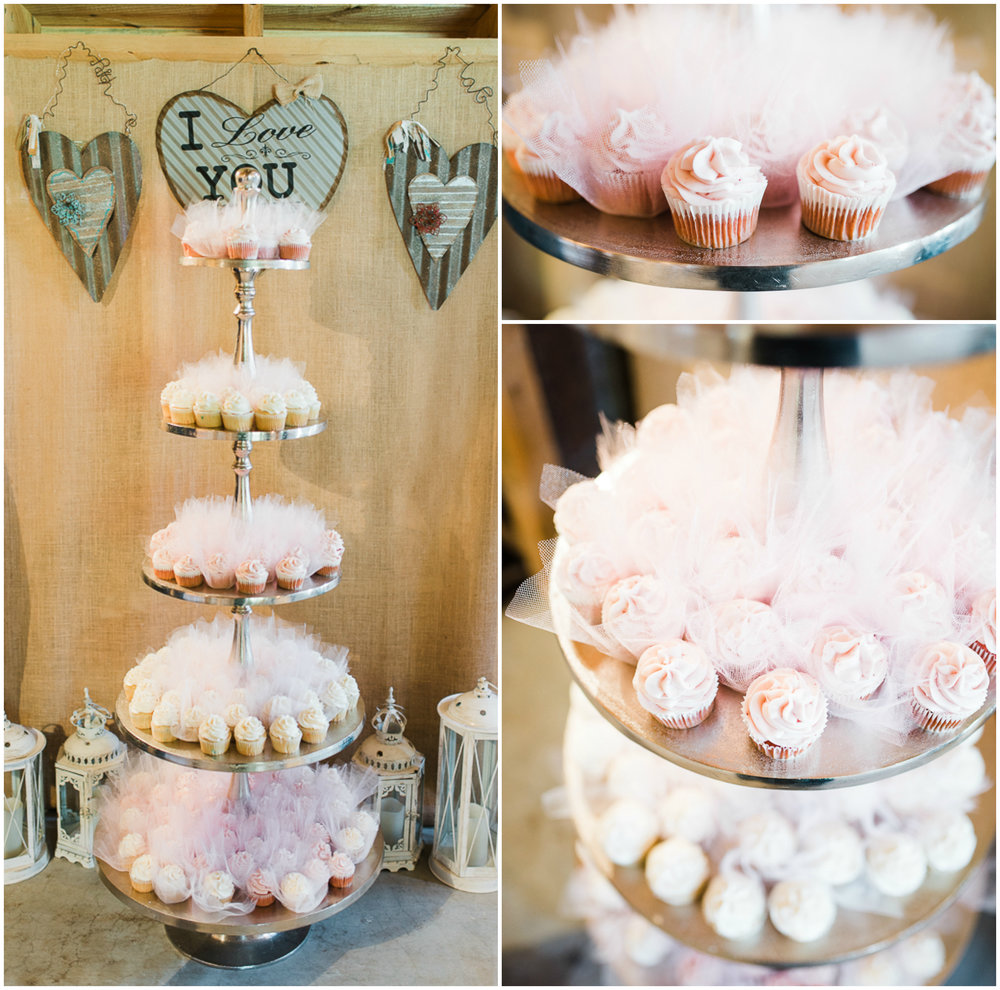 Barn Wedding, Wedding Cupcakes, Cupcakes Stand.jpg