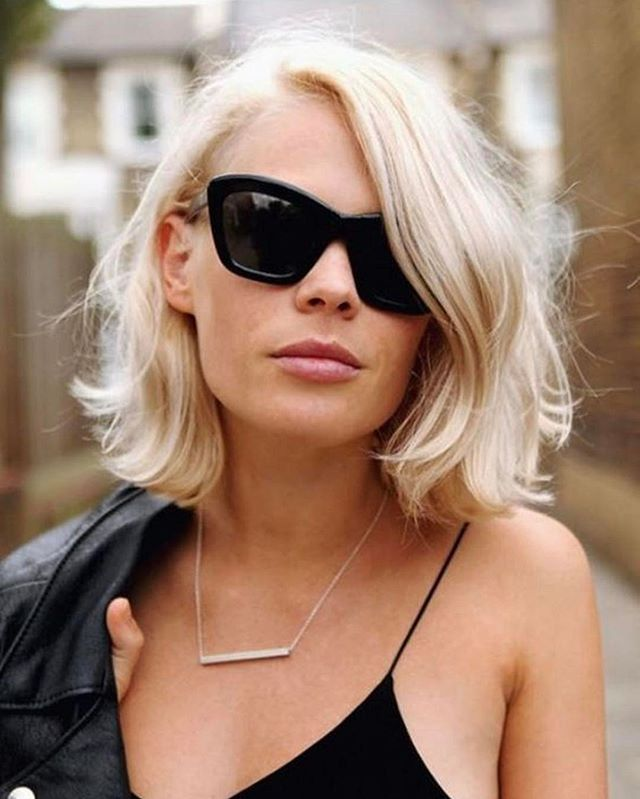 It may be hot out, but rock those spaghetti straps & walk those streets like the scorching hot beauty you are! 🔥⚡️🔥⚡️ - - - Image via  http://jenny.gr/omorfia/malia/494694/hairstyle-idea-wavy-bob#gallery/492192