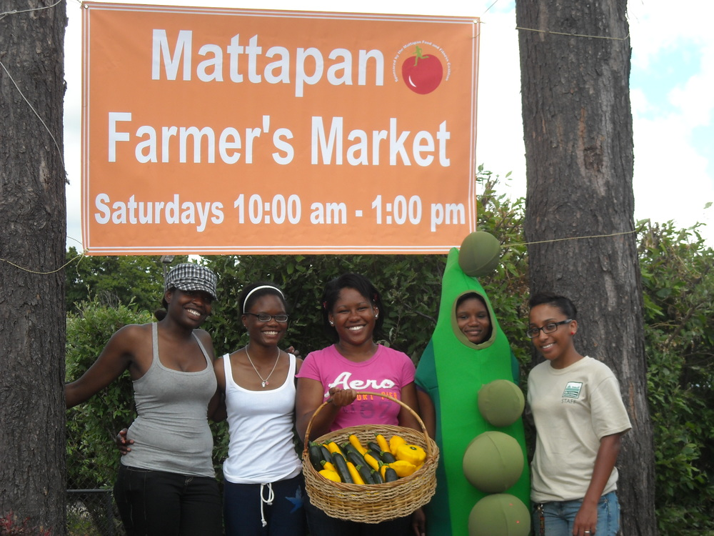 Group_photo_at_MFFC_Farmers_Market_Opening_Day_July_10_2009_010.jpg