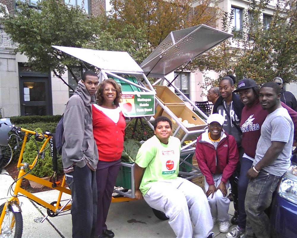mobile farm stand with youth.jpg