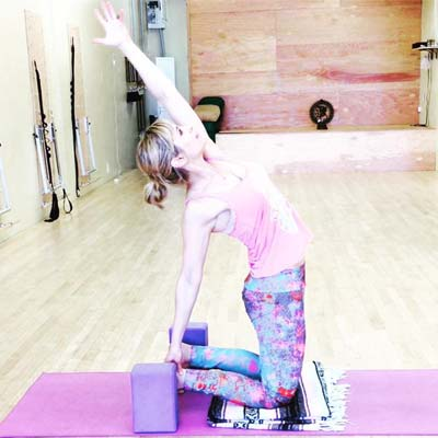 Prepare your body in the most innovate and intelligent way for a peak pose of ustrasana (camel pose)!