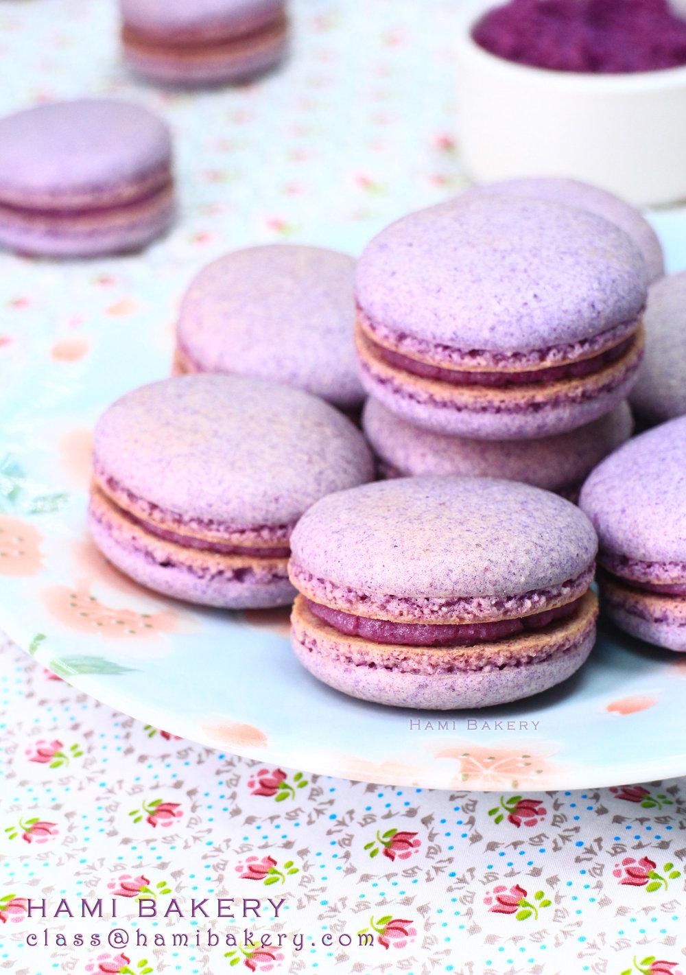 《紫薯黑糖Macaron》   2小時30分鐘一堂, 每人$390/堂,可做 12-15個Macaron  8/4 Sun 2:00pm  21/4 Sat 2:30pm  26/4 Thurs 2:30pm  25/5 Fri 7:00pm  學習及實習咖紫薯黑糖味Macaron外殻  學習做紫薯黑糖饀料  *可冷藏保存1週食用*