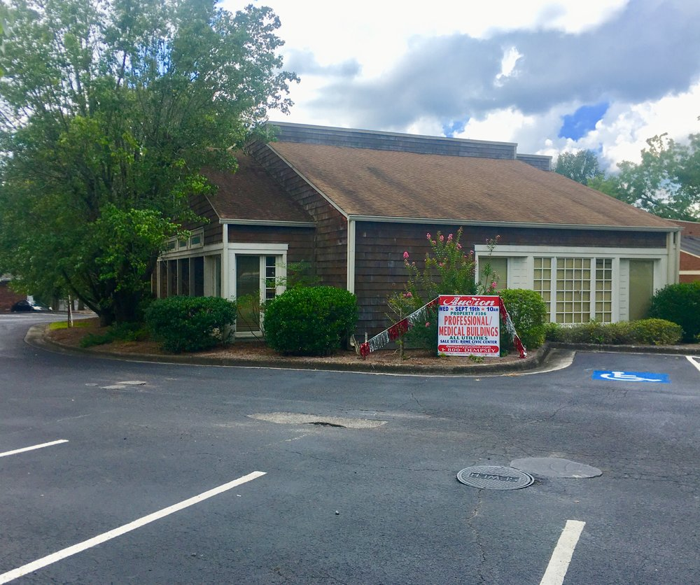 PROPERTY # 106: Medical/Professional Building located @ 1013 N. 5th Ave in Ansley Park (J13Y-377) - Lobby/Waiting Area, Numerous Offices/Examination Rooms make the is an ideal Professional/Medical Bldg.Incredible Visibility & Strategic Location between N. 5th Ave and Martha Berry Blvd.Zoned CCProperty Taxes: $4,171