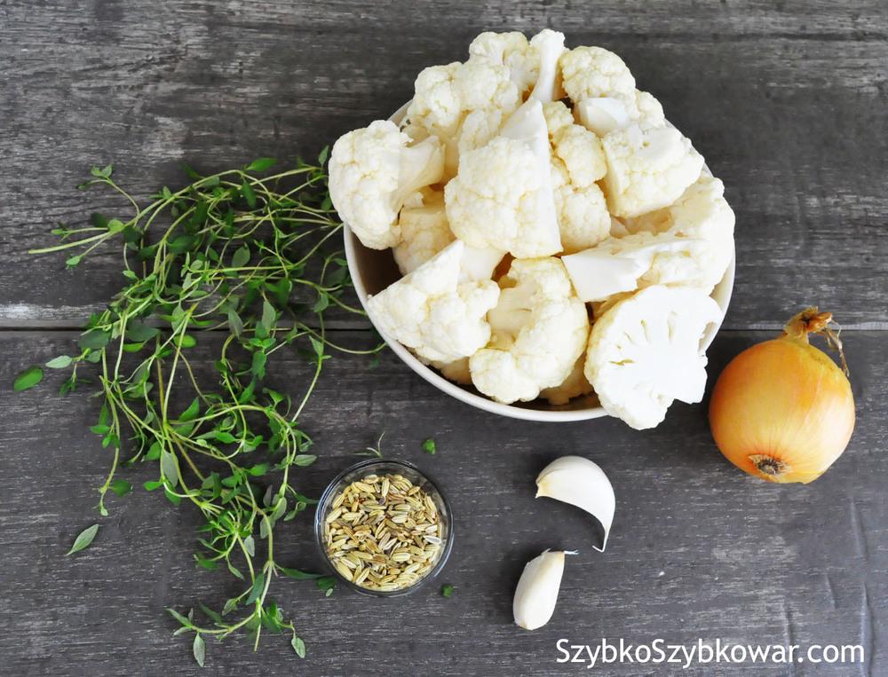 Od lewej: świeży tymianek, nasiona fenkułu, kalafior, ząbki czosnku, cebula.