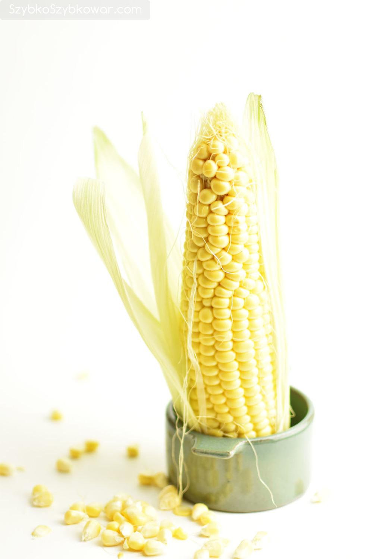 Świeża kolba kukurydzy.